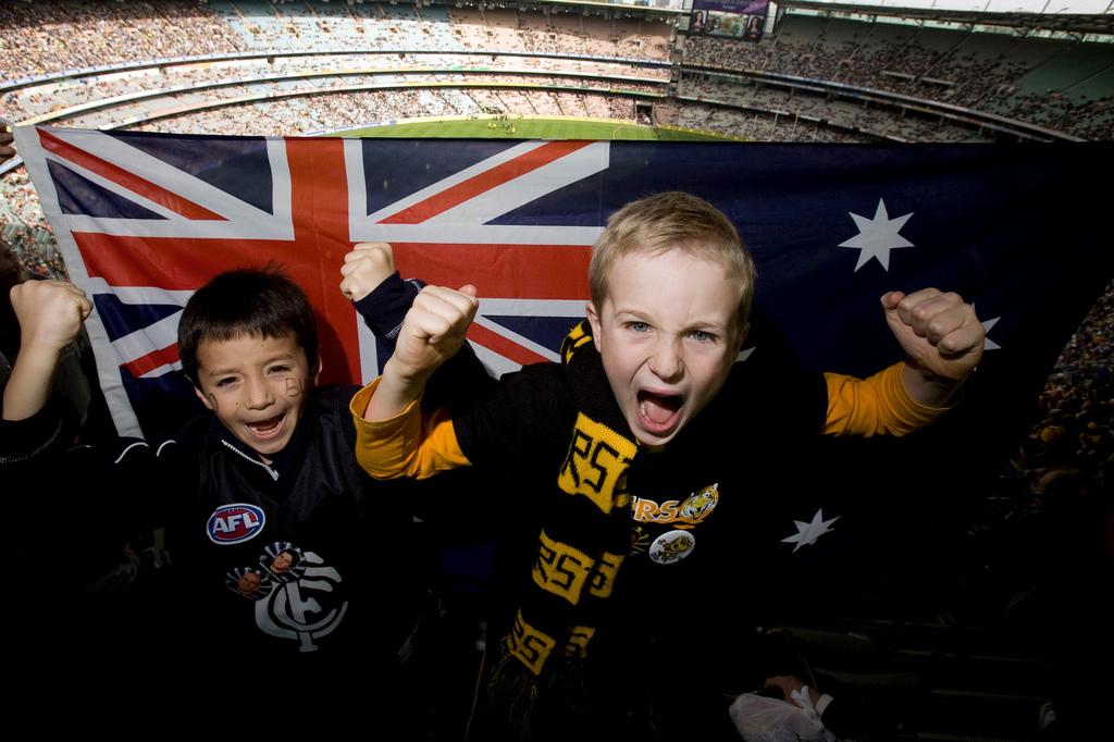 Niños con la bandera de Australia