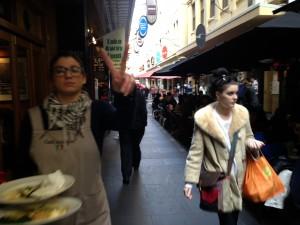 Camarera en café de Melbourne