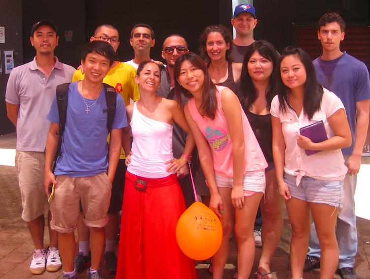 Cristina con otros estudiantes de inglés en Darwin