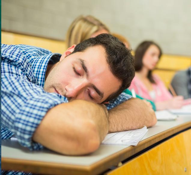 Estudiante durmiendo en una clase