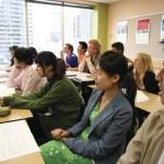 El precio de estudiar inglés en Australia (foto de estudiantes en una clase)